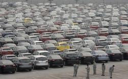 Les ventes de voitures neuves en Chine ont progressé de 7,6% sur un an en janvier pour atteindre 2,32 millions de véhicules, a annoncé mardi la fédération chinoise des constructeurs (CAAM). Cela représente par contre un ralentissement par rapport à la hausse de 12,9% enregistrée en décembre. /Photo d'archives/REUTERS