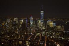 El centro de Manhattan visto desde el edificio del Empire State en Nueva York. Imagen de archivo, 4 febrero, 2015. Los inventarios mayoristas en Estados Unidos apenas subieron en diciembre, en el más reciente indicio de que el crecimiento del cuarto trimestre tendrá que ser revisado a la baja. REUTERS/Carlo Allegri