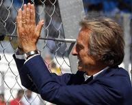 Luca di Montezemolo, então presidente da Ferrari, acena para torcedores durante o Grande Prêmio da Itália em Monza. 06/09/2014 REUTERS/Stefano Rellandini