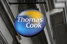 Thomas Cook a dit qu'il continuait d'être confronté à des conditions difficiles en Europe continentale. Le groupe britannique a cependant enregistré une perte moins importante que prévu au cours du premier trimestre de son exercice 2014-2015 et a réaffirmé qu'il serait en croissance sur l'ensemble de l'année. /Photo prise le 26 novembre 2014/REUTERS/Suzanne Plunkett