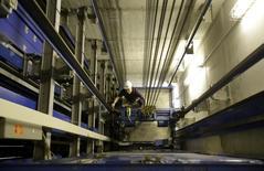 ThyssenKrupp, dont les activités vont de la sidérurgie à la logistique en passant par les ascenseurs et la maintenance industrielle,  annonce des résultats du premier trimestre 2014-2015 globalement conformes aux attentes. /Photo d'archives/REUTERS/Tobias Schwarz