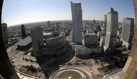 Vue de Varsovie. Les économies d'Europe centrale se sont maintenues sur une trajectoire de croissance soutenue au quatrième trimestre 2014, grâce à des dépenses des ménages vigoureuses et à la bonne santé économique allemande, qui a tiré la demande à l'exportation. /Photo prise le 4 septembre 2014/REUTERS/Slawomir Kaminski/Agence Gazeta