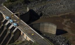 Vista da represa de Jaguari, parte do reservatório Cantareira, em Bragança Paulista. 28/05/2014 REUTERS/Roosevelt Cassio
