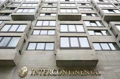 InterContinental Hotels Group (IHG), l'un des plus importants groupes hôteliers au monde, a dégagé un bénéfice en hausse de 10% pour l'année 2014, porté par une forte demande sur son principal marché, les Etats-Unis. /Photo d'archives/REUTERS/Luke MacGregor