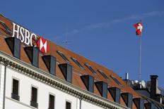 Le parquet de Genève a ordonné une perquisition des locaux genevois de HSBC Holdings et ouvre une enquête touchant à un blanchiment d'argent aggravé présumé. /Photo prise le 9 février 2015/REUTERS/Pierre Albouy