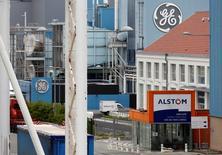 La Commission européenne devrait ouvrir une enquête approfondie sur le projet de cession des activités d'Alstom dans l'énergie à l'américain General Electric, selon trois sources proches du dossier. En janvier, la Commission avait fait savoir qu'elle se prononcerait d'ici le 23 février sur ce projet de cession. /Photo d'archives/REUTERS/Vincent Kessler