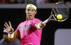 Rafael Nadal of Spain returns to Fabio Fognini of Italy during their men's singles tennis semi-final match at the Rio Open tournament in Rio de Janeiro, February 21, 2015. REUTERS/Sergio Moraes