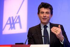 Henri de Castries, PDG d'Axa. L'assureur annonce un bénéfice net en hausse de 12% en 2014 à 5,02 milliards d'euros, grâce notamment à la baisse de ses frais généraux. /Photo prise le 25 février 2015/REUTERS/Philippe Wojazer