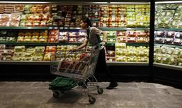 Le dynamisme de la consommation des ménages et de l'investissement des entreprises a alimenté la croissance de l'économie espagnole qui a atteint 0,7%  au quatrième trimestre 2014 par rapport aux trois mois précédents. /Photo d'archives/REUTERS/Sergio Perez