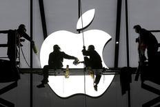 Apple a envoyé jeudi des invitations à la presse pour assister à un événement à San Francisco le 9 mars, environ un mois avant le lancement très attendu de sa montre connectée Apple Watch. /Photo prise le 23 janvier 2015/REUTERS/Chance Chan