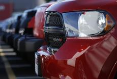 Fiat Chrysler Automobiles a rappelé 467.500 SUV (des Dodge Durango et des Jeep Grand Cherokee)  dans le monde entier pour réparer un problème de pompe à carburant susceptible de provoquer un arrêt du moteur, voire de l'empêcher de démarrer. /Photo d'archives/REUTERS/Gary Cameron