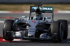 Mercedes Formula One driver Nico Rosberg of Germany drives his car during a testing session at the Catalunya racetrack in Montmelo, near Barcelona February 20, 2015.  REUTERS/Albert Gea