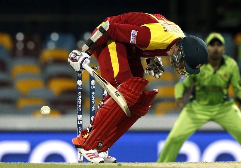 Irfan bounces Zimbabwe out as Pakistan claim first win - Reuters