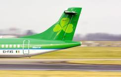 """International Consolidated Airlines (IAG) pourrait présenter """"des propositions concrètes"""" au gouvernement irlandais dans la semaine pour tenter de le convaincre de céder sa participation de 25% dans la compagnie aérienne Aer Lingus. /Photo prise le 27 janvier 2015/REUTERS/Cathal McNaughton"""
