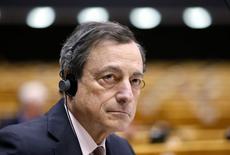 El presidente del BCE,  MarioDraghi, toma parte de un debate realizado en febrero en el Parlamento de la UE en Bruselas. REUTERS/Francois Lenoir. Las autoridades del Banco Central Europeo partirán el miércoles rumbo a Chipre acechadas por la incómoda sensación de que podrían tener la llave de la permanencia de Grecia en el euro.