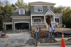 Una vivienda en construcción en Viena, EEUU, oct 20 2014. El gasto en construcción en Estados Unidos bajó imprevistamente en enero por recaídas tanto de la actividad privada como pública, mostró el lunes un reporte gubernamental.       REUTERS/Larry Downing