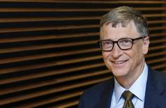 El fundador de Microsoft Bill Gates a su llegada a una reunión de la Comisión Europea en Bruselas, ene 22 2015. Bill Gates se mantuvo al tope de la lista anual de la revista Forbes de personas más ricas del mundo, mientras que el fundador de Facebook Inc Mark Zuckerberg ingresó entre los 20 primeros y la estrella del baloncesto Michael Jordan debutó en el ranking.        REUTERS/Francois Lenoir