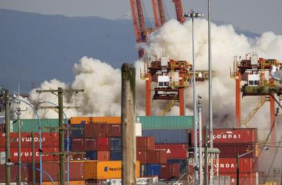 Fire shuts Vancouver Port