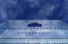 La Banque centrale européenne (BCE) a laissé ses taux directeurs inchangés, comme attendu, la principale inconnue sur sa politique monétaire portant sur les modalités de son plan d'achats massifs de titres sur les marchés financiers. /Photo prise le 21 janvier 2015/REUTERS/Kai Pfaffenbach