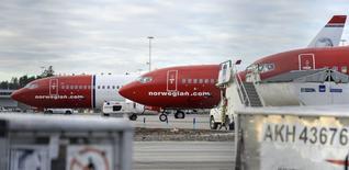 Norwegian Air Shuttle, troisième compagnie aérienne à bas coûts d'Europe, créera trois nouvelles filiales pour ses pilotes en Norvège, en Suède et au Danemark dans le but de mettre fin à la grève à laquelle est confrontée la compagnie norvégienne depuis six jours. /Photo prise le 5 mars 2015/REUTERS/Johan Nilsson/TT News Agency