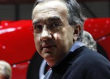 Sergio Marchionne, administrateur délégué de Fiat Chrysler, a reçu 6,6 millions d'euros en salaires et primes en 2014, soit un bond de 83% par rapport à l'année précédente. /Photo d'archives/REUTERS/Denis Balibouse