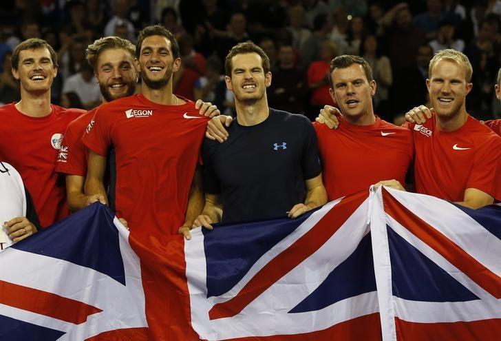 ea690ebad61 Murray leads Britain past U.S. into Davis Cup last eight