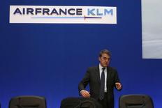 Air France-KLM devrait dégager des bénéfices au titre de l'exercice 2015, a déclaré mardi son PDG, Alexandre de Juniac, lors d'un entretien accordé à France Inter. /Photo prise le 19 février 2015/REUTERS/John Schults