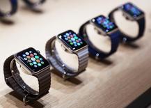 Relojes Apple exhibidas en un evento en San Francisco, mar 9 2015. Apple Inc tuvo a China en el centro del lanzamiento en San Francisco de su reloj Apple Watch, durante el que anunció la apertura de una nueva tienda en la ciudad de Hangzhou y mostró la popular aplicación china de mensajería WeChat.   REUTERS/Robert Galbraith