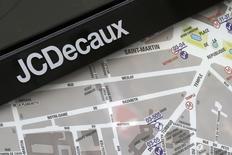 JCDecaux Holding, la holding familiale du même nom, compte vendre 12 millions d'actions JCDecaux dans une procédure accélérée de construction du livre d'ordres.  /Photo prise le 7 mars 2014/REUTERS/Jacky Naegelen