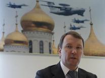 Председатель совета директоров Юлмарта Дмитрий Костыгин дает интервью Рейтер в Москве. 29 апреля 2014 года. Крупнейший в РФ интернет-ритейлер Юлмарт планирует продать до 25 процентов акций и выручить $1,5 миллиарда, проведя IPO в 2016 году, а до конца лета обещает выбрать площадку для размещения бумаг, сообщила компания в среду. REUTERS/Maxim Shemetov
