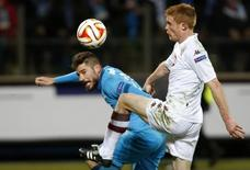 Torino's Alessandro Gazzi (R) fights for the ball with Zenit St. Petersburg's Javi Garcia during their Europa League round of 16 first leg soccer match at the Petrovsky stadium in St. Petersburg March 12, 2015.    REUTERS/Maxim Zmeyev (RUSSIA  - Tags: SPORT SOCCER)