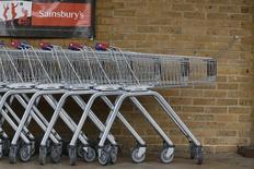 Sainsbury's s'est dit mardi confiant dans sa capacité de faire mieux que ses rivaux dans un marché de la distribution britannique qui, selon le numéro trois du secteur derrière Tesco et Asda (groupe Wal-Mart) restera difficile. /Photo d'archives/REUTERS/Stefan Wermuth