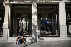 Inditex, propriétaire de Zara, annonce une hausse de 5% de son bénéfice net en 2014, à 2,5 milliards d'euros, à la faveur de la reprise économique sur ses principaux marchés européens et de taux de change plus favorables.Andrea Comas