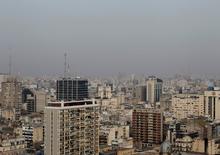 Imagen de archivo de la ciudad de Buenos Aires, jun 9 2011. El consumo de electricidad en Argentina subió un 8,6 por ciento interanual en febrero debido a un aumento de la temperatura, dijo el miércoles la Fundación para el Desarrollo Eléctrico (Fundelec).  REUTERS/Enrique Marcarian