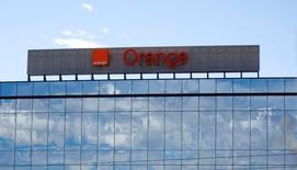 Orange prend le contrôle de la totalité du capital de Cloudwatt, sa coentreprise dans le cloud computing, en rachetant comme prévu les parts de Thales (22,2%) et de la Caisse des dépôts (33,3%). /Photo d'archives/REUTERS/Andrea Comas