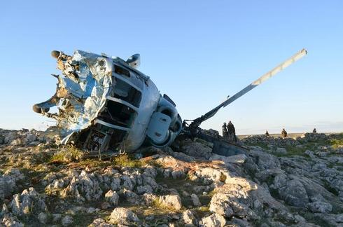 Crashed Syrian army helicopter crew captured by rebels