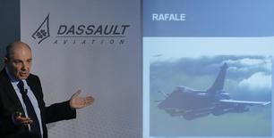 Eric Trappier, PDG de Dassault Aviation. Airbus Group a annoncé mercredi qu'il prévoyait de céder un nouveau bloc de 1,38 million d'actions qu'il détient dans Dassault Aviation, représentant environ 15% du capital de la société. /Photo prise le 11 mars 2015/REUTERS/Christian Hartmann