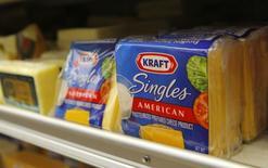Le groupe agroalimentaire américain Kraft Foods a engagé des négociations pour se faire racheter par le fonds d'investissement brésilien 3G Capital, /Photo d'archives/REUTERS/Robert Galbraith