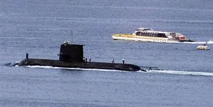Sous-marin de la classe Collins de la marine australienne. L'Australie a formellement invité mercredi l'Allemagne, la France et le Japon à concourir pour un contrat portant sur le renouvellement de sa flotte de sous-marins, donnant le coup d'envoi à un projet de 50 milliards de dollars australiens (35,37 milliards d'euros). /Photo d'archives/REUTERS