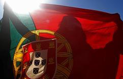 La Banque du Portugal a relevé mercredi ses estimations de croissance pour 2015 et 2016 et table sur une accélération en 2017, avec une contribution des exportations plus importante que prévu auparavant. La banque centrale table désormais sur une croissance de 1,7% pour cette année. /Photo d'archives/REUTERS/Hugo Correia