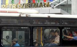 La casa matriz de Petrovietnam en Hanoi, ago 14 2014. La petrolera estatal PetroVietnam estaría evaluando salir del proyecto que opera con su socia Petróleos de Venezuela en la Faja del Orinoco, la mayor reserva petrolera de la nación sudamericana, según dijeron a Reuters dos fuentes cercanas a la asociación. REUTERS/Kham