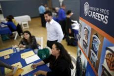 Pessoas em busca de emprego em feira de trabalho em Los Angeles. 19/03/2015 REUTERS/Lucy Nicholson