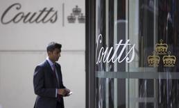 Le groupe suisse Union Bancaire Privée (UBP) a conclu un accord pour le rachat de Coutts international, la filiale de gestion de fortune du britannique Royal Bank of Scotland (RBS), dans le cadre de son programme de reconstitution de sa base d'actifs après la crise financière. /Photo d'archives/REUTERS/Neil Hall