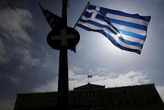 A Greek national flag flutters as the parliament building is seen in the background in Athens March 24, 2015.   REUTERS/Alkis Konstantinidis
