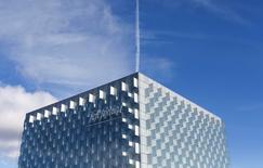 En la imagen, la sede de Telefónica en las afueras de Madrid el 25 de febrero de 2015. La firma española Telefónica advirtió el viernes que cuenta con litigios abiertos en Perú por la liquidación del impuesto de sociedades durante ejercicios anteriores, que podrían afectar sus resultados en 2015. REUTERS/Juan Medina
