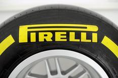 Le président de China National Chemical Corp (ChemChina), qui a annoncé il y a une semaine le rachat de Pirelli, espère réintroduire le cinquième fabricant mondial de pneus en Bourse en Italie. /Photo prise le 26mars 2015/REUTERS/Giorgio Perottino