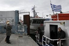 Selon l'agence de presse Chine nouvelle, le vice-Premier ministre grec Yannis Dragasakis a déclaré que l'Etat grec cèderait sa participation majoritaire dans le port du Pirée dans les semaines à venir, des propos qui vont à l'encontre de la position adoptée par le nouveau gouvernement juste après son arrivée au pouvoir. /Photo prise le 5 mars 2015/REUTERS/Alkis Konstantinidis