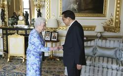 Rainha Elizabeth recebe premiê chinês Li Keqiang no castelo de Windsor. 17/06/2014. REUTERS/Steve Parsons