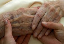 Orpea, spécialiste de la prise en charge des personnes âgées dépendantes, annonce un bénéfice net annuel en hausse de 16,6% après un exercice marqué par d'importantes acquisitions. /Photo d'archives/REUTERS/Michaela Rehle