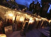 "Fans gather near a makeshift shrine at an unofficial memorial event for ""Fast and Furious"" star Paul Walker in Santa Clarita, California December 8, 2013. REUTERS/Jonathan Alcorn"